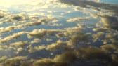 Wolk reflecties in het water Stockvideo