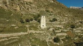 mirador : Aerial landscape view of the Watch tower of the ancient city in the Caucasus mountains Vidéos Libres De Droits