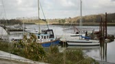 woodbridge : landscape with boats in the river deben at low tide time. Working water cleaning flat-bottomed boat. Woodbridge town, Suffolk, East England Stock Footage