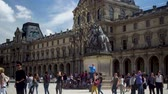 monarcha : Louvre museum, fountain. Tourists take pictures with Pyramids on the square