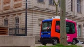 túmulo : Driverless Electric Buses is testing in Toulouse, France. Stock Footage
