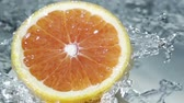 arte abstrata : Halved healthy grapefruit showing the texture of the pulp and segments in clean fresh pure running water