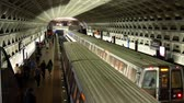 tunel : WASHINGTON, DC - OCT 2017: Metro train arrives at underground station downtown October 2017 in Washington, DC