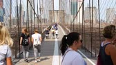 engenharia : NEW YORK - SEP 2017: Brooklyn Bridge pedestrians walkway in the New York City, USA