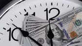 tempo : $100 are on the clock. Denominations of 2009.