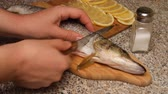 ling : Preparation of fish with lemon in oil. Pike with cuts, slices of lemon are inserted into the incisions. Everything is smeared with butter and falls into a foil shape. Used olive oil, spices and salt.