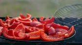 пищевой продукт : Sweet red pepper on the grill. He is smoked on the bbq. A great vegetarian dish.
