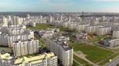 blokken : Aerial: panorama of a residential area with new buildings of apartment buildings on a Sunny summer day. The concept of housewarming, low-cost own housing