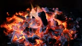 fűtés : Coal embers. Fire with charcoal. Brace for the barbecue. Stock mozgókép