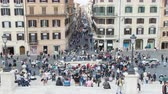 lépcsőház : May 12, 2018, Rome, Italy. The Barcaccia fountain at Piazza di Spagna in Rome. Tourists at Piazza di Spagna. Spanish Steps time lapse from the Trinit? dei Monti steps.