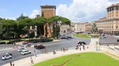 09-06-2018 Rome, Italy. View of Piazza Venezia from the Vittoriano with tourists and traffic. Venice square. Archivo de Video