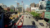 трафик : overview on 10th street seen from the Highline walkway in downtown Manhatten
