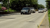 taksi : traffic on West street in downtown Manhatten going downtown Stok Video