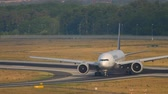 autobahn : Boeing 777 taxiing after landing Stock Footage