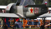 piloot : Pilot of YAK-52 sport plane greets airshow viewers Stockvideo