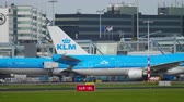 орел : KLM Airbus A330 taxiing after landing