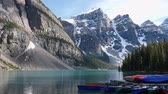 Real-time weergave van Lake Moraine Sunset in Canada Stockvideo