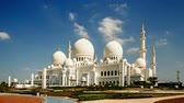 imádkozik : Timelapse of the clouds floating above the Grand Mosque, Abu Dhabi, UAE