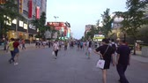 붐비는 : Walking at the famous Wangfujing shopping street, Beijing, China. 무비클립