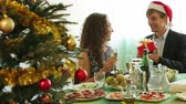 otuzlu yıllar : Man giving present to young woman during romantic Christmas  dinner with champagne in home