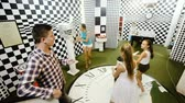 questões : Family of five is having fun together in lost chessroom
