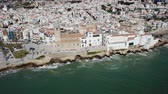 резиденция : Video of aerial view of residence in Sitges, Spain Стоковые видеозаписи