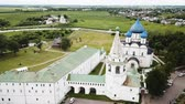 başpiskopos : Aerial panoramic view of the Cathedral of the Nativity of the Virgin in Suzdal Kremlin on a cloudy summer day, Russia Stok Video