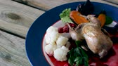 żurawina : Appetizing roasted quail with greenberry carrots, steamed cauliflower Wideo