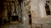 巡礼者 : ROCAMADOUR, FRANCE - October 07, 2018: Impressive architectural ensemble of the complex 動画素材