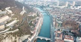 ponte : Panoramic aerial view of Grenoble city with bridge over Isere river, France
