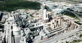 ответственность : Industrial background with large cement factory. Aerial view Стоковые видеозаписи