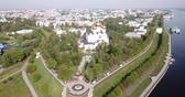 православие : Panoramic aerial view of  district of Yaroslavl at quay of Volga river, Russia
