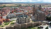 katalán : Cathedral and Episcopal Palace of Astorga in summer. Castile and Leon. Spain