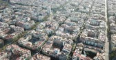 katalán : Aerial view of Barcelona cityscape with peculiar geometric grid of Eixample district