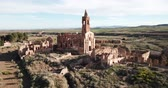 остатки : Panoramic view of old temple in destroyed in Spanish Civil War town Belchite, Spain Стоковые видеозаписи