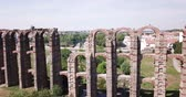 歴史的価値のある : Famous landmark in Merida - Aqueduct of the Miracles, Spain