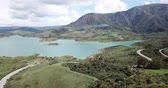 수분이 많은 : Picturesque scene of mountain lake near Zahara de la Sierra, popular tourist attraction. Andalusia, Spain