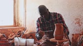 cruche : Woman and man potters putting in order crafts in pottery studio Vidéos Libres De Droits