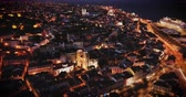 Night aerial view of downtown of Lisbon overlooking medieval Cathedral and Castle of Sao Jorge, Portugal 影像素材