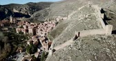 歴史的価値のある : Picturesque aerial view of hill landscape and Spanish city of Albarracin with walls of ancient fortified castle