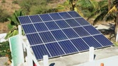 fotovoltaik : Solar panels on the roof of a residential home or garage collecting clean, renewable energy from the sun