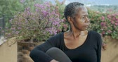 скрученный : Attractive senior African American woman in 60s holding sitting yoga pose stretching her spine and back