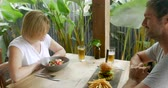 batatas fritas : Attractive man and woman couple celebrating with beer and food in a restaurant or bar