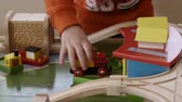 brinquedos : A boy playing with a train table in his home