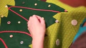 konular : a woman creating christmas advent calendar Stok Video