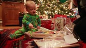 сосна : boy opening christmas presents in pajamas