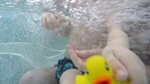 gorąco : father and son in the hot tub underwater