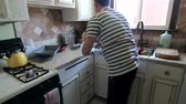 микроволновая печь : A time lapse of a man cleaning the kitchen