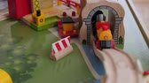 brinquedos : Playing with a toy train on a train table