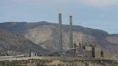 ambiental : A large coal power plant near Huntington Utah Vídeos